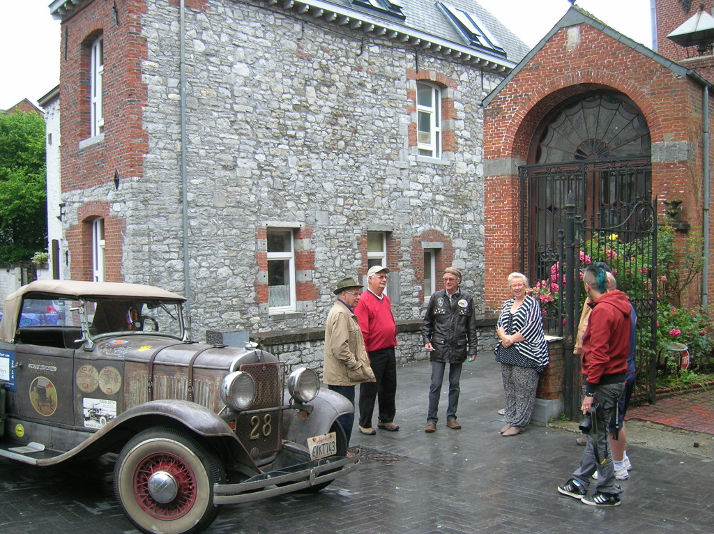 Roadster photo op in Chimay