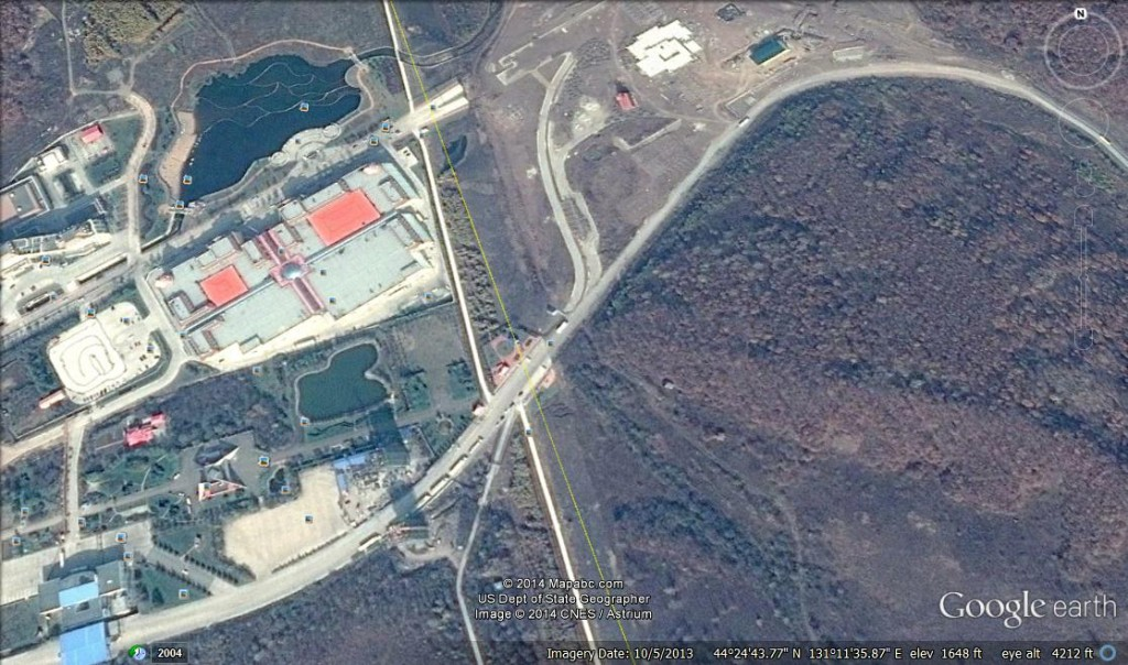 Google Earth view of Sifuenhe border crossing -- China is on the left