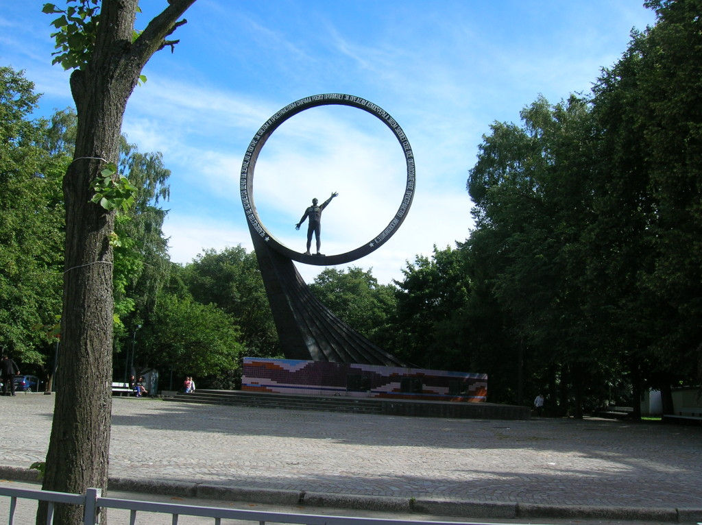 Statue commemorating cosmonauts from Kaliningrad