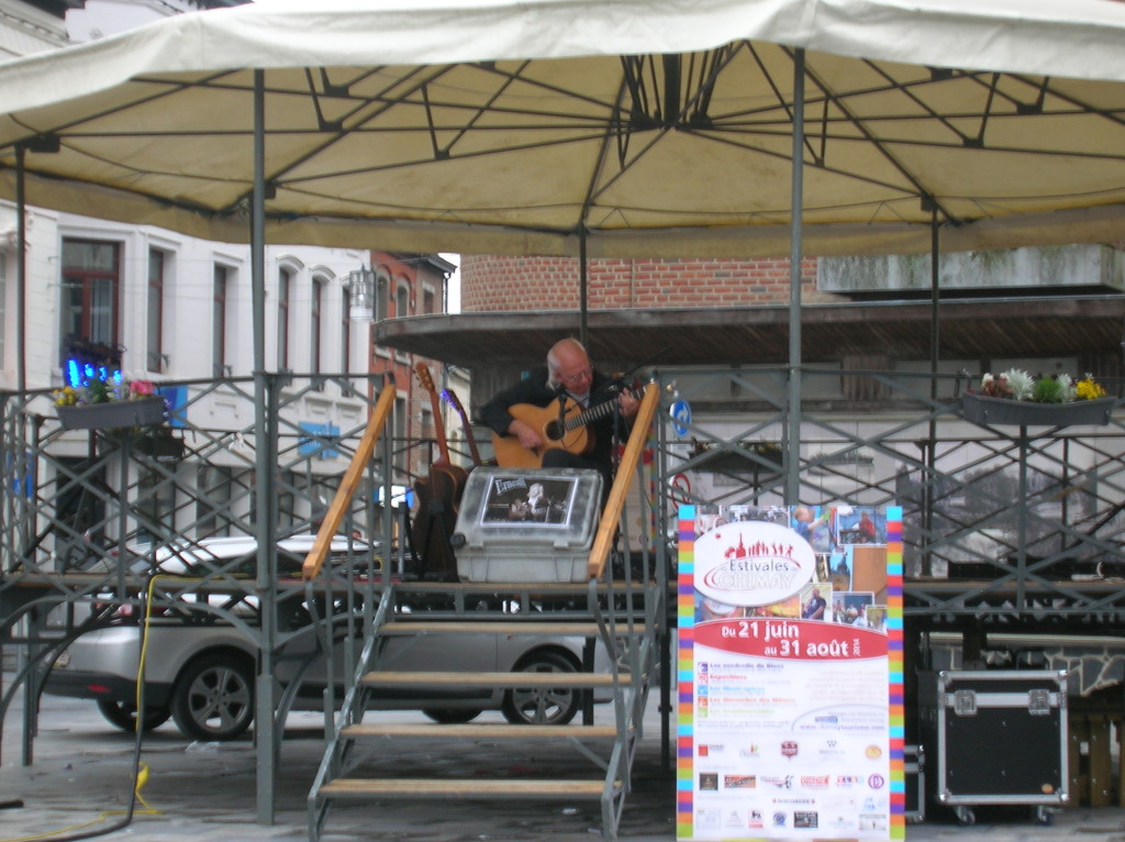 Free folk music concert